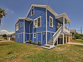 Galveston Home by Seawall w/Patio - Walk to Beach!