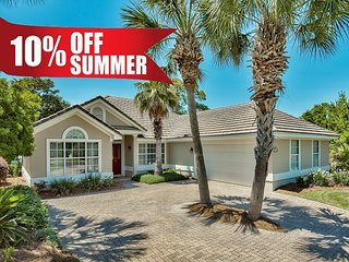 10%OFF Summer: Destiny West Lake Front Home-Communal Pool/Spa Gym +FREE Perks