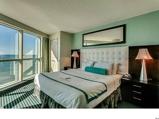 Wonderful 180* and Pier Views from 2BR 2BA Suite