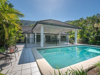 Tropical Retreat Nestled Away with WIFI!