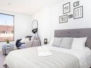 DELUXE Perth City studio suite -location+luxury!!