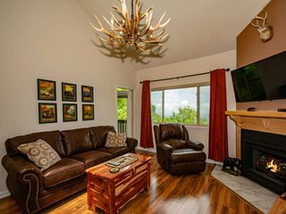 High Chalet Condo w/ Awesome Views ~ Game Room, Sauna, WiFi, Pool, Hot Tubs - 4