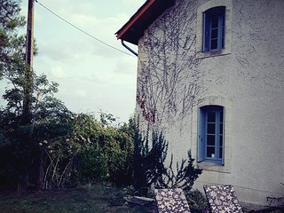 Charming Detached French country cottage a quiet retreat private pool near Duras