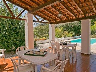Casa dos Cedros, com piscina, grande espaço exteri