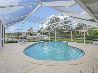 371HL. Fabulous 3 Bedroom Waterfront Pool Home with Dock & Gulf Access