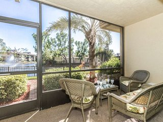 600NW-I152. 2 Bedroom 2 Bath Naples Park Shore Resort Condo with Water View