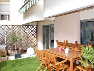Terrasse Ourcq apartment in 19eme - Buttes-Chaumont with WiFi, private terrace &