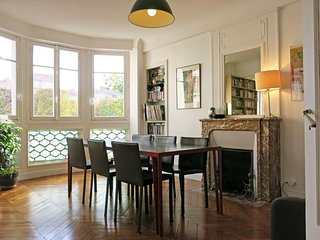 Spacious Charme Vaugirard apartment in 15ème - Seine with WiFi & lift.