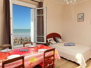 1 bedroom Apartment in Cabourg, Normandy, France : ref 5365186