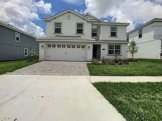 Brand NEW 6 bedroom / 6 bathroom pool home in Luxury Resort Community