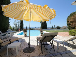 Lovely 3 bed villa with pool and fantastic sea views. Built in one level.