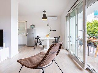 Apartment Black & White - Comfort Two Bedroom Apartment
