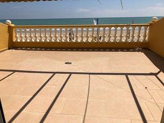 primerisima linea de playa con terrazon de 40 m2 vistas al mar