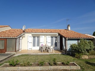 2 bedroom Villa in L'Ile d'Oleron, Nouvelle-Aquitaine, France : ref 5037458