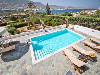 Villa Deep Blue, a luxury 4 br villa with private pool next to Parikia