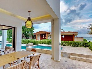Unique New 6 Bedroom villa 5steps to the Best Beach in Playa del Carmen 16pax