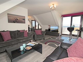 Large open plan lounge and dining area,perfect for watching the waves