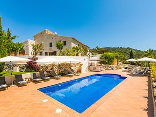 WOW Country Villa near Barcelona and Sitges beaches, Sleeps 26