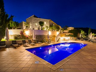 Large Villa, near Sitges Barcelona sea -sleeps 25