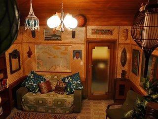 Lux Interiors: Tiki Calypso Suite