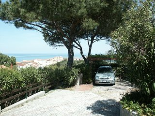 Small house with terraced garden near the beach and shops. 2 bedrooms 5 people
