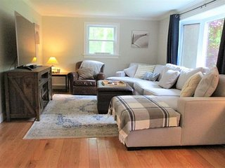 NEWLY RENOVATED AND PET FRIENDLY CAPE RETREAT IN BREWSTER!!