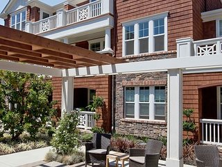 Tranquil Resort Living in Downtown Larkspur