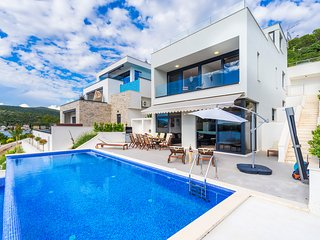48 sqm Pool, Jacuzzi, Sunset Views, 70m to Beach