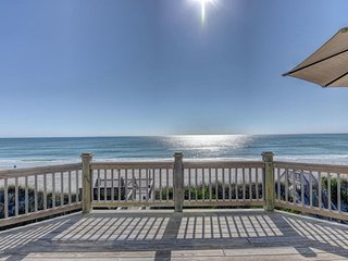 Breathtaking, Oceanfront Luxury, elevator, hot tub, private!
