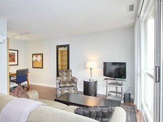 Executive 1 BR + Den Suite at Sheppard Ave East