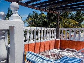 Casa Maya Lodge, Robinson Crusoe Beachfront