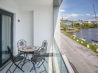 No 4 Clifden Quay - Luxury at it's finest cosy & very stylish 3 bedroom townhous