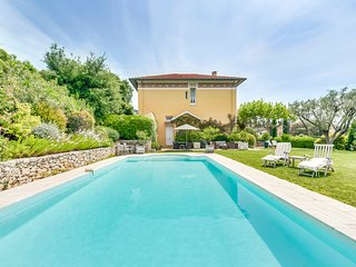 4 bedroom Villa in La Croix-Valmer, Provence-Alpes-Cote d'Azur, France : ref 548