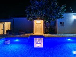 Luxury villa Lado
