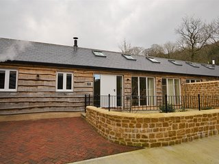 50885 Barn situated in Beaminster (3mls W)