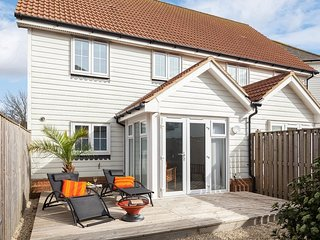 BT011 House situated in Camber