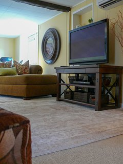 HD plasma with Roku for steaming, digital antenna and BlueRay dvd player. We have games & DVD's too