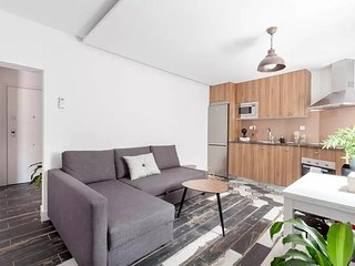 Modern 2 BR, 2 Bath, in Plaza Mayor