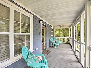 NEW! Mt. Pleasant Home w/ Fire Pit-5 Mins to Beach