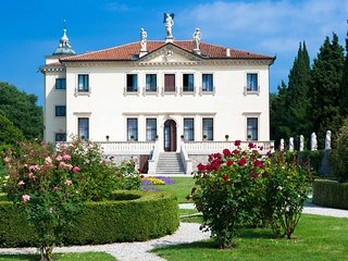 Jump in Venetian glorious past: rent Villa Tiepolo visit Vicenza, Verona, Venezi