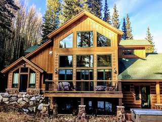 Breckenridge House w/ Deck & Hot Tub on 1 Acre!