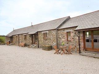 HIVIE Barn situated in Polperro (1ml E)
