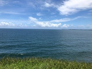 Moonlight Bay OCEANFRONT Home in Hilo for Two