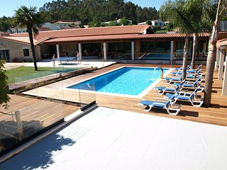 Quality 5bdr villa, confortable exterior area, next Porto city, nice view