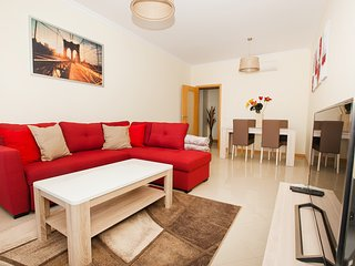 Modern and charming holiday apartment in private condo near center of Albufeira