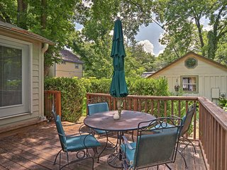 NEW! Mid-Century Home w/ Deck By Downtown Austin!