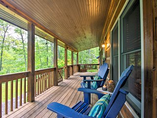 NEW! Cozy Fleetwood Cabin Near Hiking & Fishing!