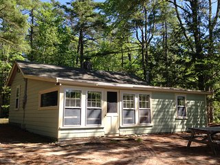 Cute and cozy cabin on pristine Lake Ivanhoe, East Wakefield NH