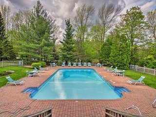 West Dover Home w/Game Room-Pool & Fire Pit Access
