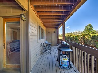 NEW! 2B/2B Flagstaff Condo w/Deck - 2 Mins to Golf